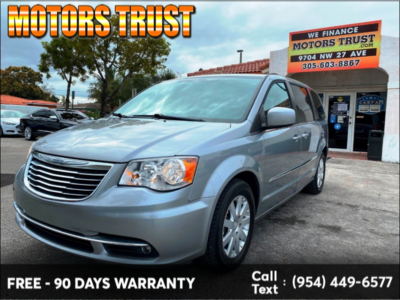 Chrysler Town & Country 2015 price $8,499