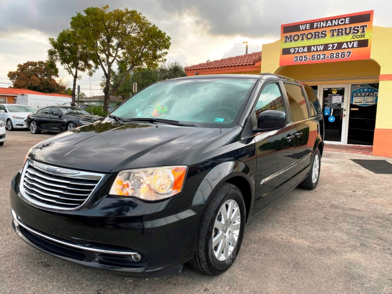 Chrysler Town & Country 2014 price $8,899