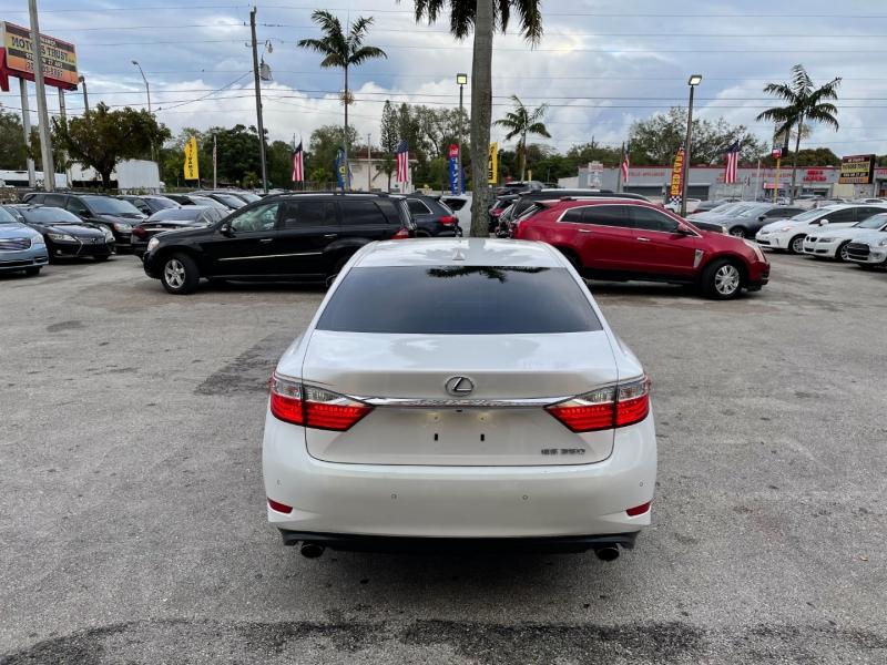 Lexus ES 350 2013 price $11,899