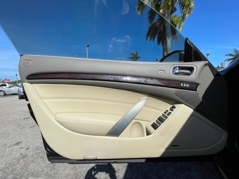 Infiniti G37 Convertible 2012 price $9,999