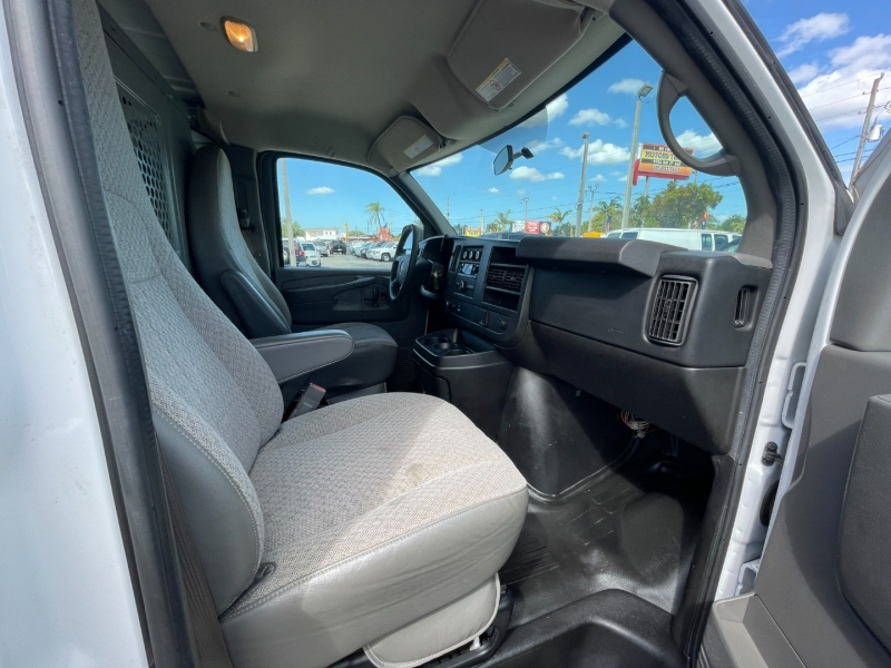 GMC Savana Cargo Van 2015 price $12,999