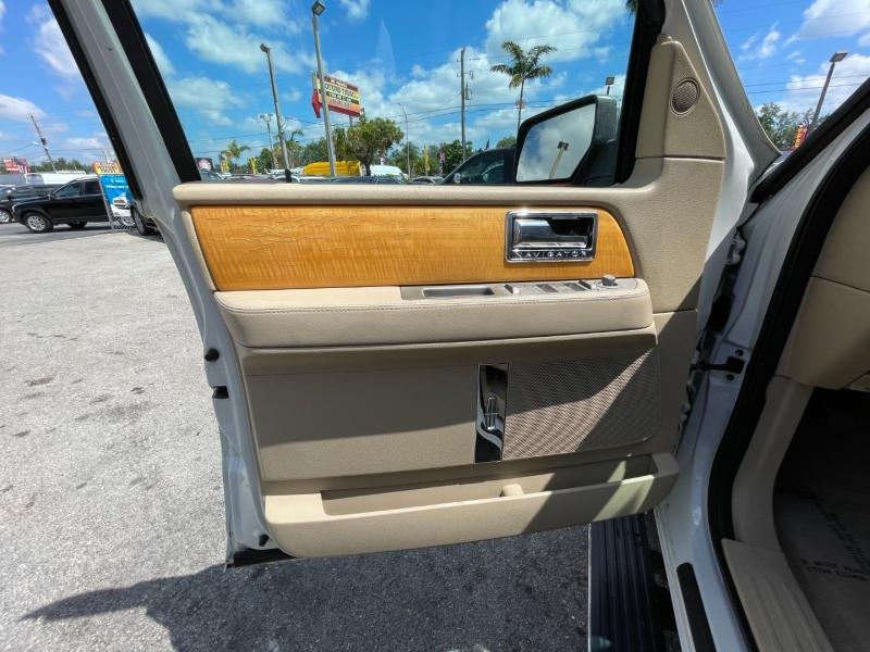 Lincoln Navigator L 2008 price $7,799