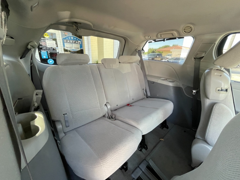 Toyota Sienna 2014 price $8,999
