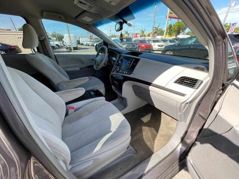 Toyota Sienna 2014 price $9,699