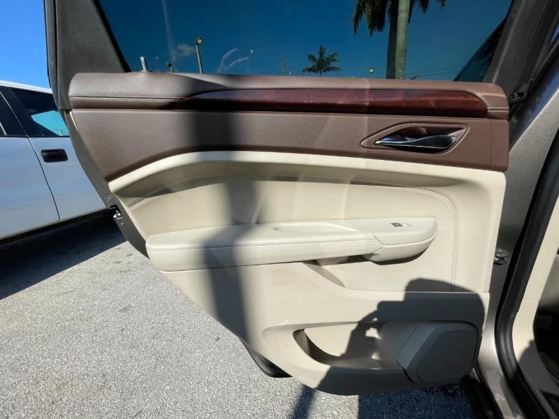 Cadillac SRX 2011 price $8,699