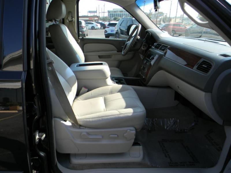 CHEVROLET SUBURBAN 2011 price $9,900