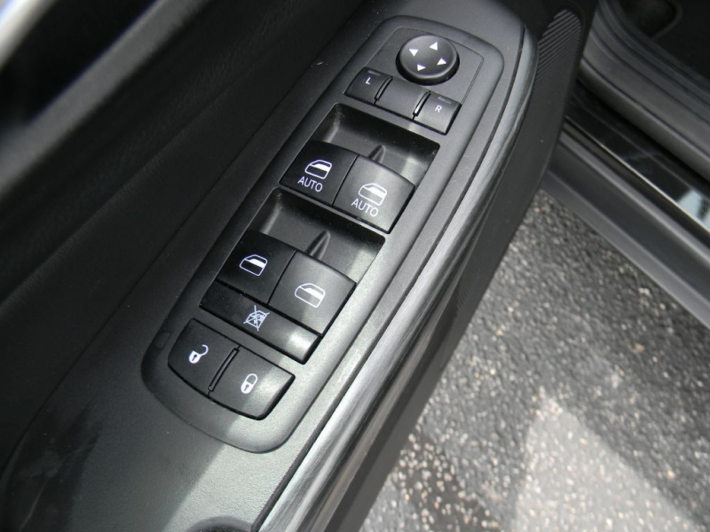 Jeep Cherokee 2015 price $16,900