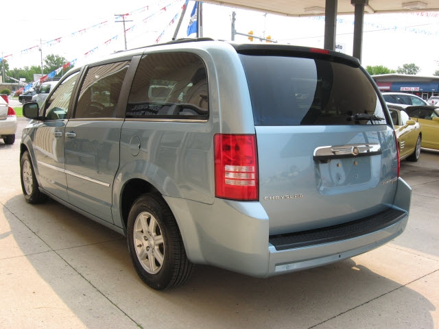 Chrysler Town & Country 2010 price $8,600