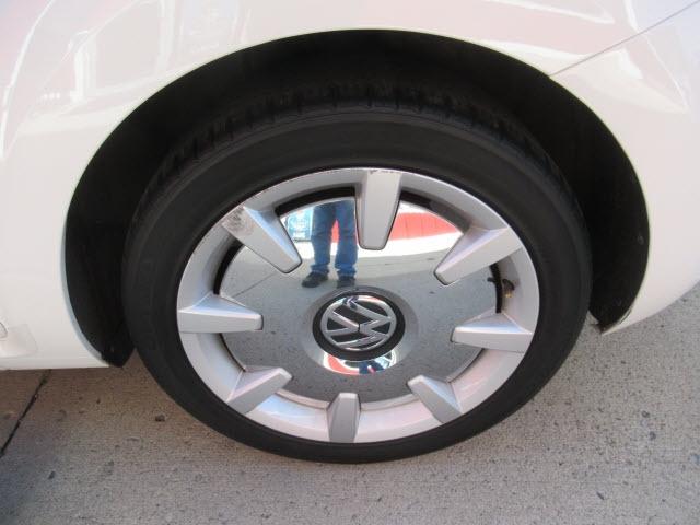 Volkswagen Beetle 2013 price $17,900