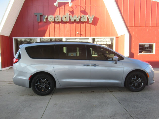 Chrysler Pacifica 2018 price $28,900