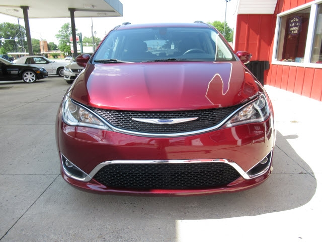 Chrysler Pacifica 2020 price $35,900