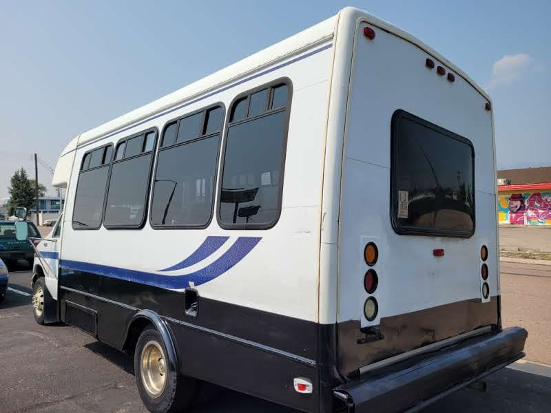 Ford Econoline Commercial Cutaway 2001 price $4,950
