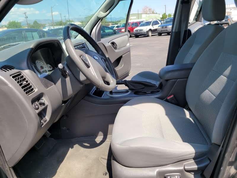 Ford Escape 2005 price $4,950