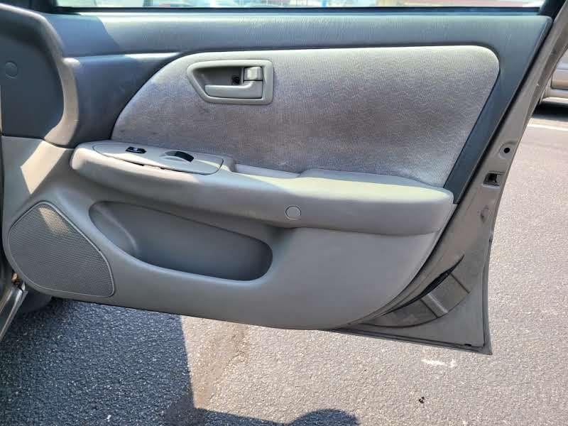 Toyota Camry 1998 price $2,950