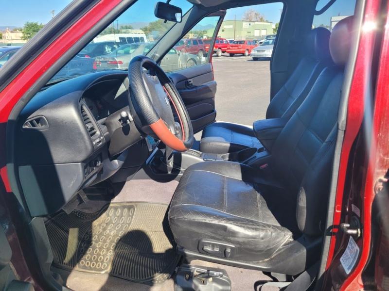 Nissan Pathfinder 2002 price $3,450