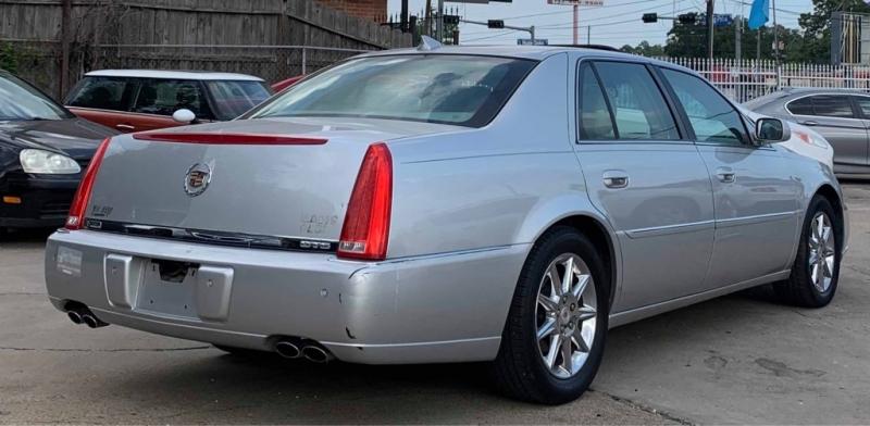 Cadillac DTS 2010 price $6,250