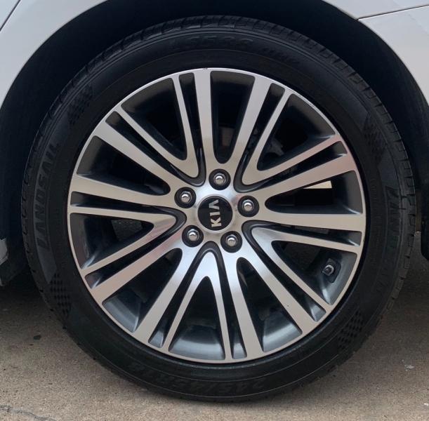 Kia Cadenza 2014 price $8,250