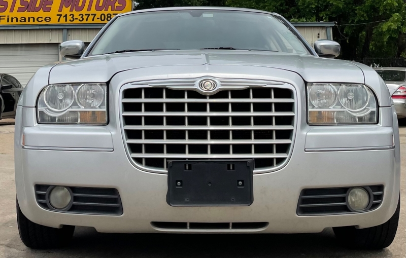 Chrysler 300 2010 price $6,500