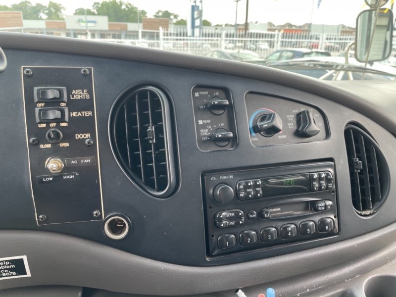 Ford Econoline Commercial Cutaway 2002 price $3,990
