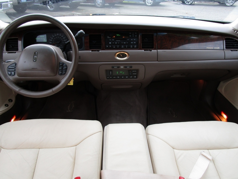 Lincoln Town Car 1998 price $4,485