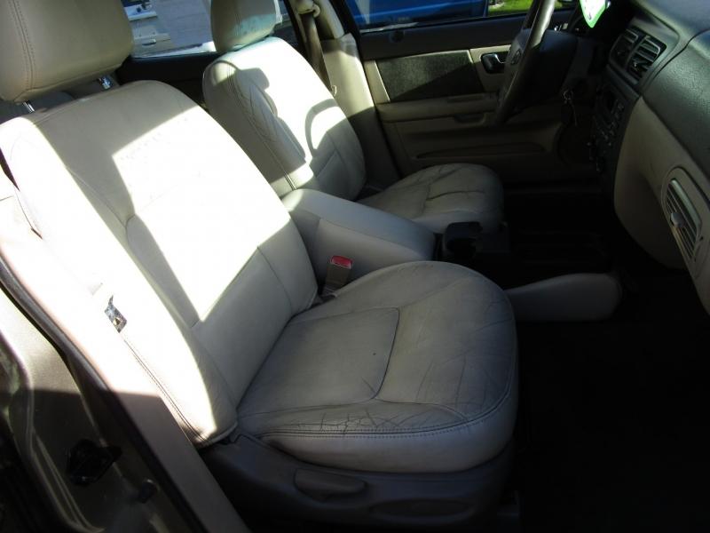 Ford Taurus 2002 price $1,985