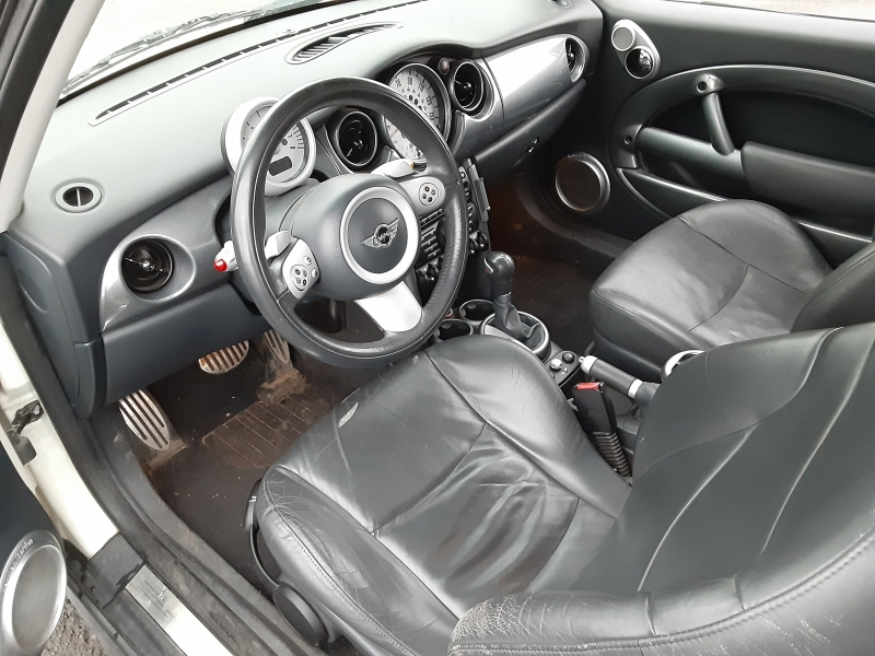 Mini Cooper Hardtop 2006 price $5,995