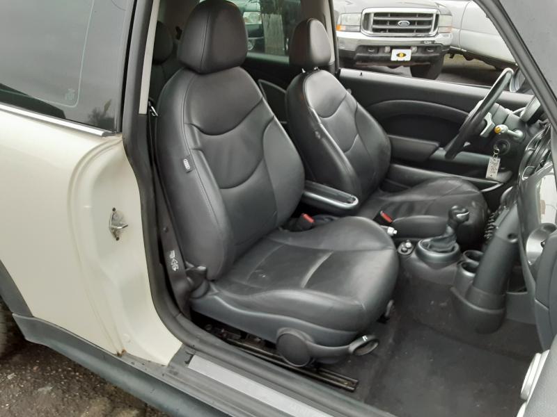 Mini Cooper Hardtop 2006 price $3,995