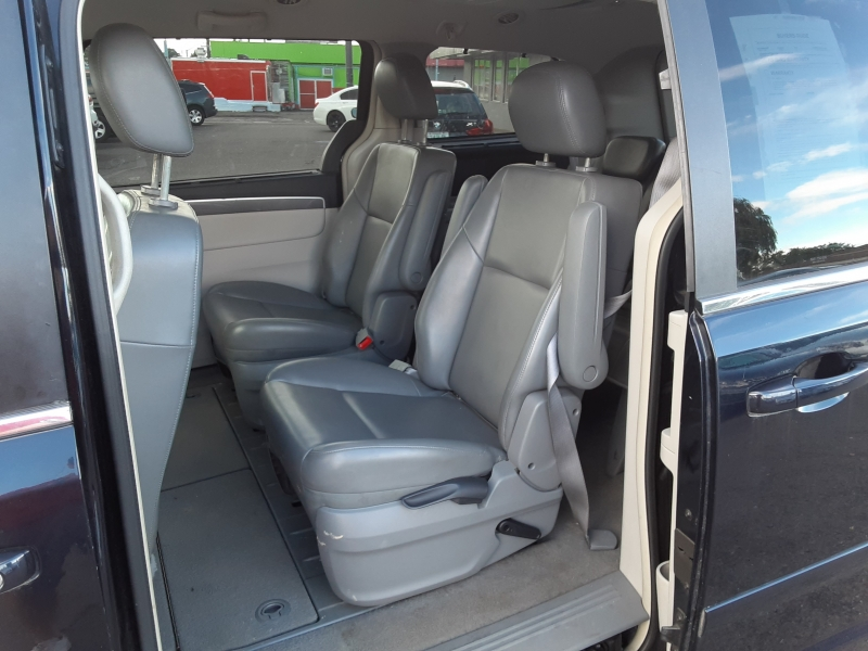 Volkswagen Routan 2010 price $6,995