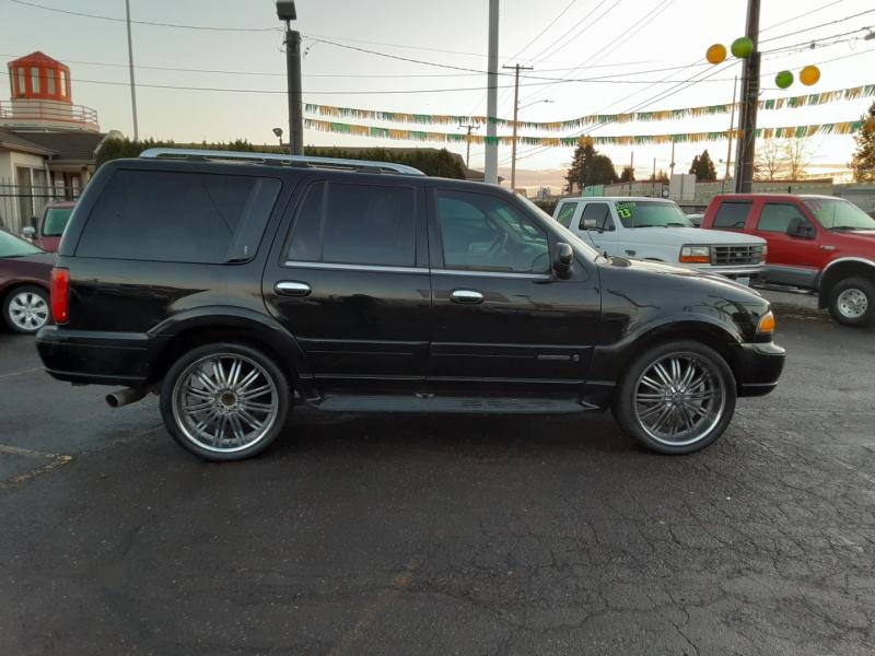 Lincoln Navigator 2002 price $5,995