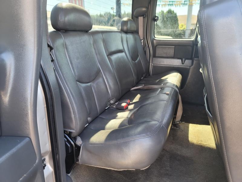 Chevrolet Silverado 2500HD 2005 price $17,995