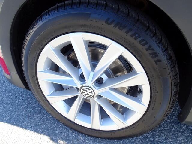 Volkswagen Golf Alltrack 2017 price $17,900