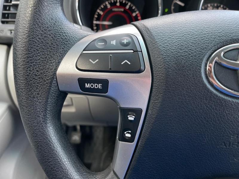 Toyota Highlander 2012 price $12,277