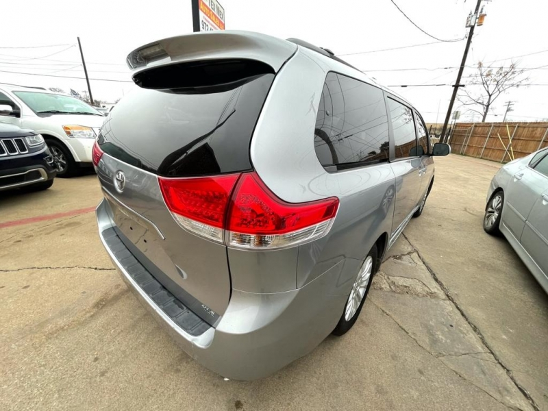 Toyota Sienna 2012 price $12,577