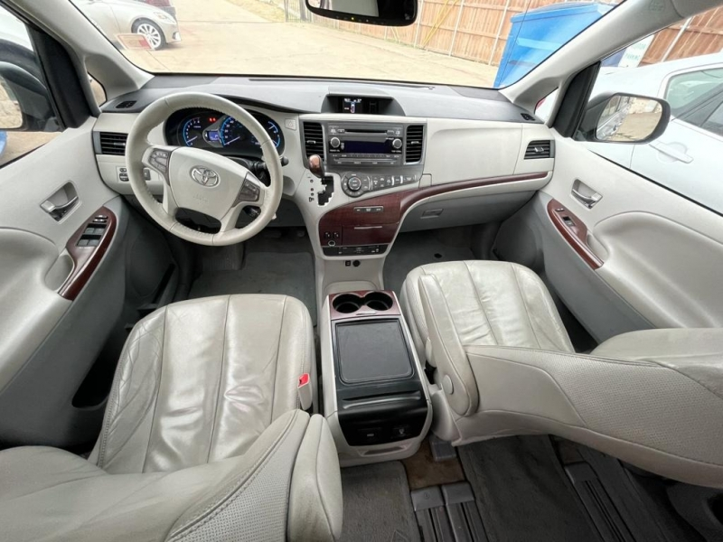 Toyota Sienna 2012 price $11,977