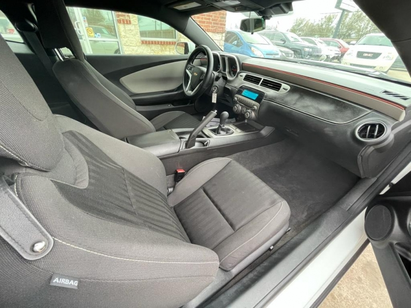 Chevrolet Camaro 2015 price $15,277