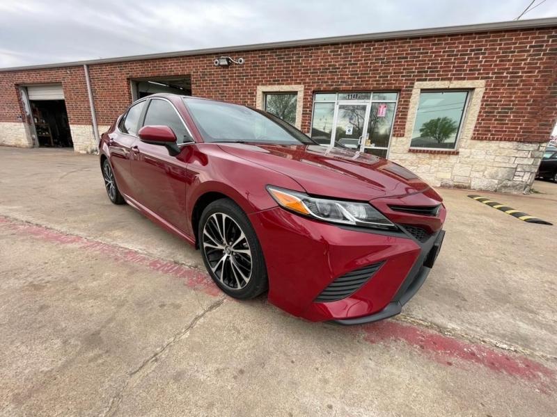 Toyota Camry 2018 price $16,977