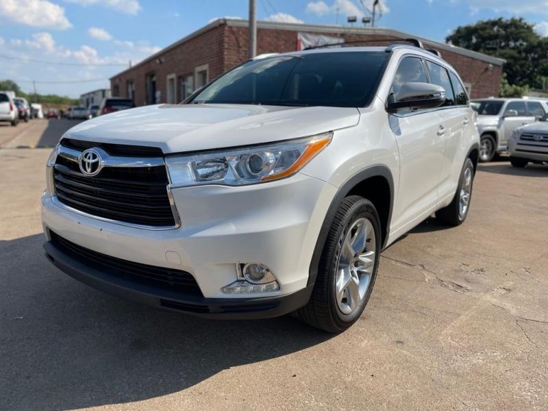 Toyota Highlander 2015 price $24,277
