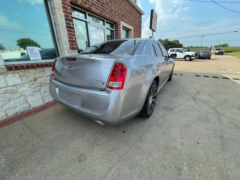 Chrysler 300 2013 price $13,977