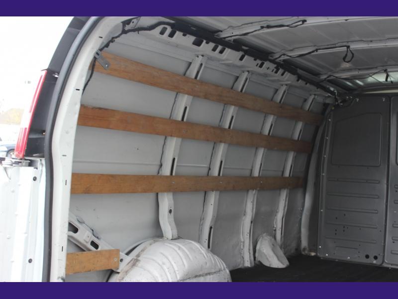 GMC Savana Cargo Van 2017 price $17,500 Cash