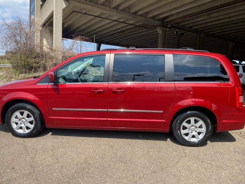 CHRYSLER TOWN AND COUNTR 2010 price $5,500