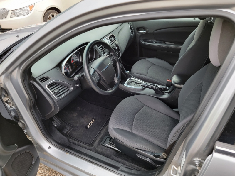 Chrysler 200-Series 2014 price $6,995