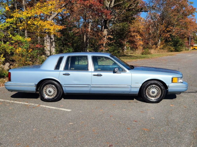LINCOLN TOWN CAR 1993 price $4,800
