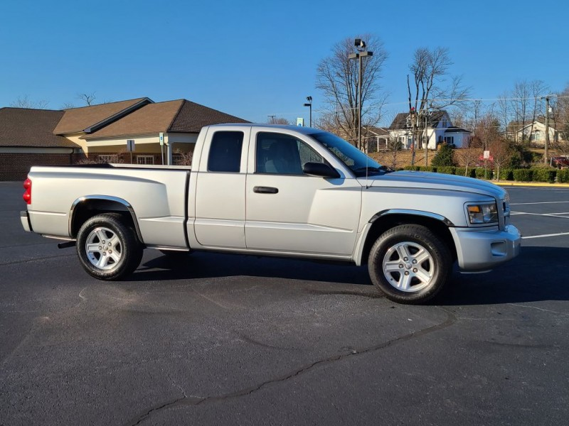 DODGE DAKOTA 2011 price $10,500