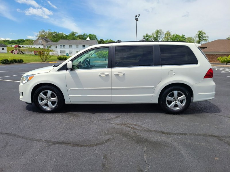 VOLKSWAGEN ROUTAN 2009 price $7,800