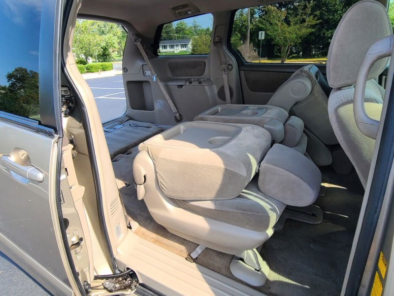 TOYOTA SIENNA 2010 price $7,900