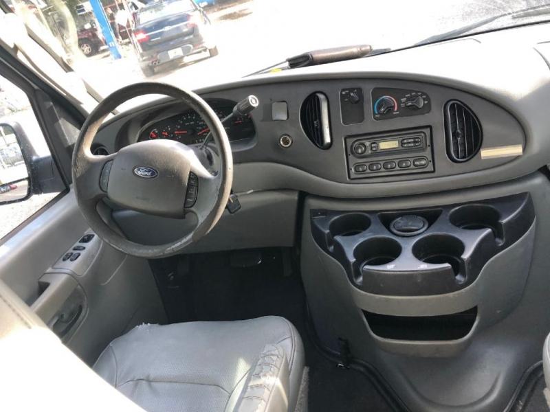 Ford ECONOLINE 2006 price $5,950