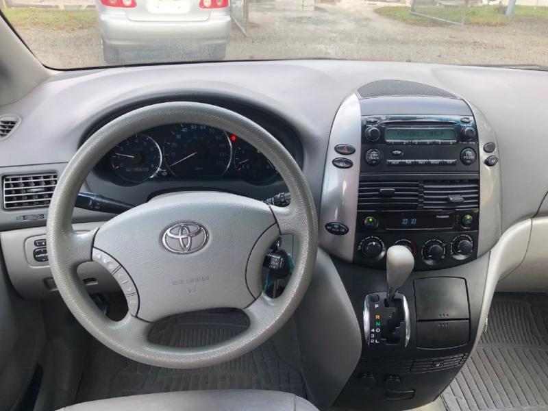 Toyota SIENNA 2006 price $5,400