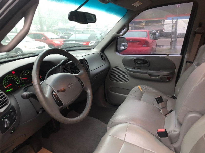 FORD F150 2001 price $2,600 Down