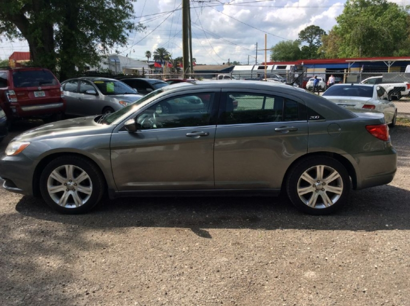 Chrysler 200 2013 price $2,000 Down