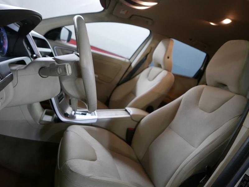 Volvo XC60 2010 price $9,995